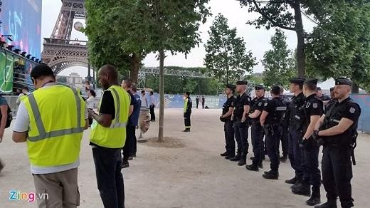 Cảnh sát xuất hiện ở khắp nơi để đảm bảo an ninh cho Euro 2016.