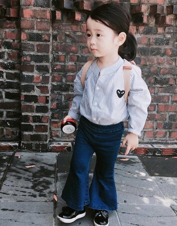 """Chẳng những thế, nhóc tì Harin cònlà một fashionista chính hiệu đó nha. Với gu thời trang đa dạng phong phú, cô bé con 4 tuổi này đã """"đốn tim"""" không biết bao người. (Ảnh IG)"""