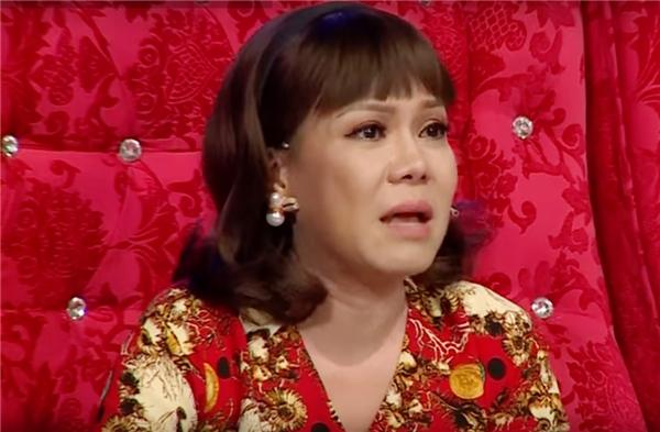 Mới đây, trong buổi ghi hình chương trình Làng Hài Mở Hội, cácthành viên đội Anh Em - những học trò Hoài Linh tại Nụ Cười Mớikhông ít lần khiến giám khảo Việt Hương phải òa khóc vìnhớ đến đồng nghiệp cũ.