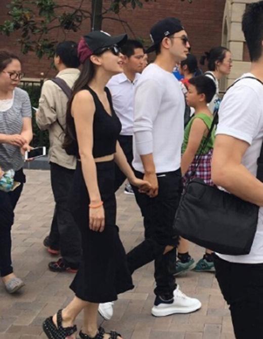 Cặp đôi Huỳnh Hiểu Minh - Angela Baby đi chơi ở Disneyland.