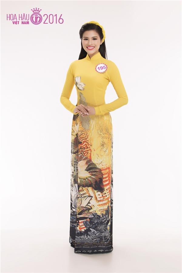 Nguyễn Thị Thành, cô gái từng gây ấn tượng mạnh với truyền thông khi chỉ mang 3 chiếc váy đi dự thi Hoa hậu Hoàn vũ Việt Nam 2015. Đến với Hoa hậu Việt Nam 2016, Nguyễn Thị Thành được đánh giá cao bởi nhan sắc ngày càng mặn mà.