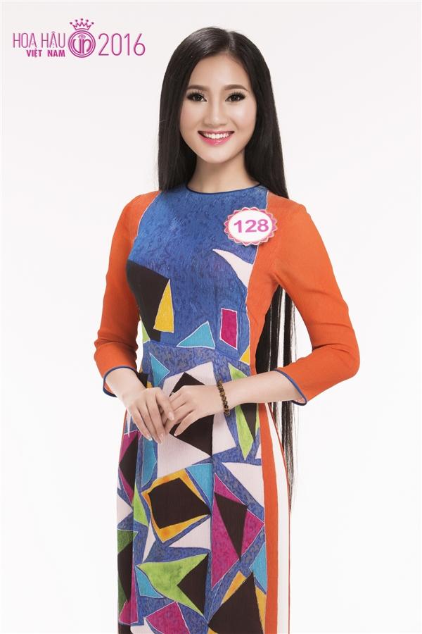 Hoàng Thị Quỳnh Loan sinh năm 1997 và thuộc lứa thí sinh trẻ nhất của Hoa hậu Việt Nam 2016.