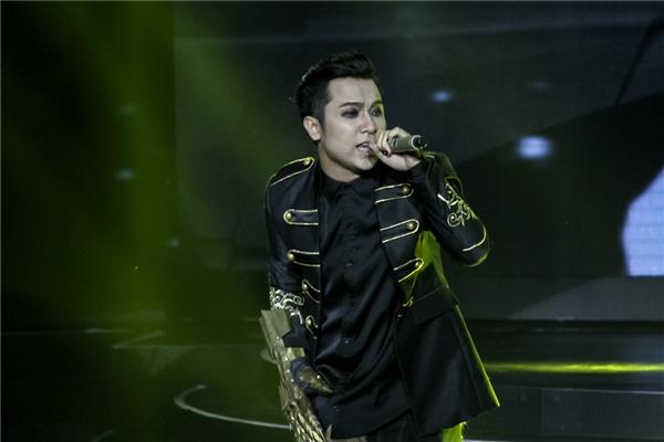 Yanbi cùng các đồng độithực sự điên loạn và cuồng nhiệt trên sân khấu để mang đến một phần trình diễn sôi động để khép lại chương trình.