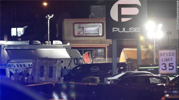 Một trong những người chủ của hộp đêm Pulse - bà Barbara Pama cho biết hộp đêm này vốn mở cửa cho người đồng tính bởi bà muốn tưởng niệm người em trai cũng là người đồng tính, đã qua đời vì bệnh HIV. (Ảnh: CNN)