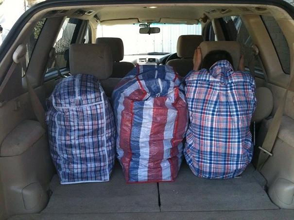 Nhìn cho kĩ vào, ở đây chỉ có 2 chiếc túi thôi nhé.