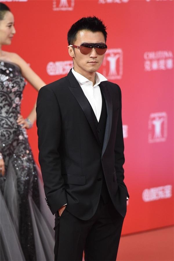 Tạ Đình Phong có mặt trên thảm đỏ nên Trương Bá Chi đã cáo bận dù là nữ chính phim Mất Kiểm Soát: U Linh Xe. Ảnh: Sina.