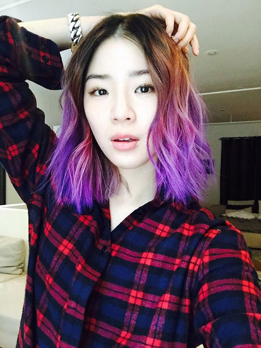 """Trên mái tóc của Irene chắc hẳn phải có bốn màu cơ bản. Ombre đen-đỏ-hồng-tím làm mái tóc cô nàng trở nên nổi bật màsiêu """"chất"""".(Ảnh: Internet)"""
