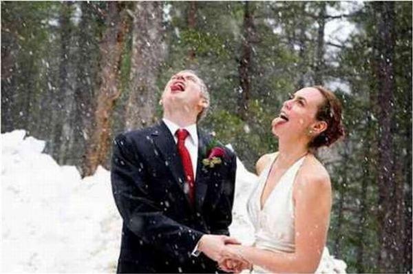 """""""Tại sao trong tủ lạnh lại có tuyết , mà cánh đồng nhà mình không có tuyết vậy anh?"""" (Ảnh: Internet)"""