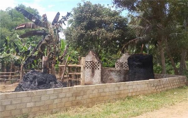 Nơi xảy ra vụ phóng hỏa 7 cây rơm trong làng. (Ảnh: Internet)