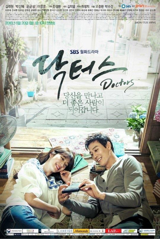 Park Shin Hye khiến fan lo lắng với gương mặt hóp xọp