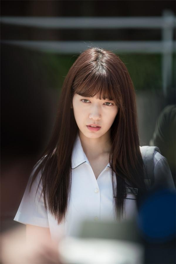 Gương mặt gầy nhom của Park Shin Hye khiến các fan lo lắng