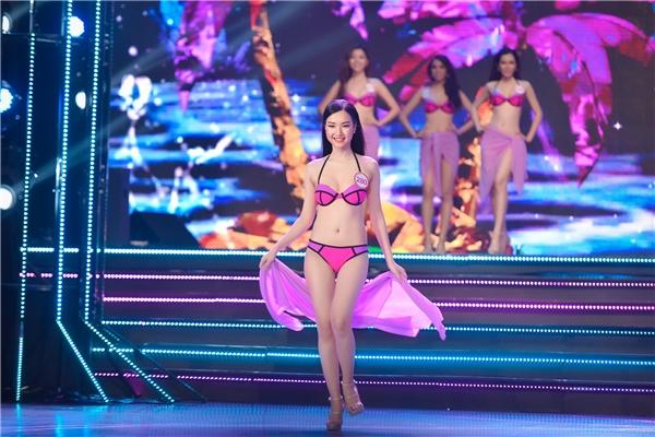 Trước khi đến với Hoa hậu Việt Nam 2016, Ngọc Trân từng đăng quang ngôi vị Hoa khôi Du lịch Huế. Cô gái này sở hữu vẻ ngoài ngọt ngào, thánh thiện và gương mặt phúc hậu khiến người đối diện ngẩn ngơ.