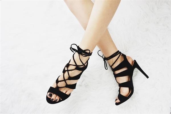 Phong cách thời trang của Jacqueline khá đa dạng, khi quyến rũ, ấn tượng với giày cao gót... - Tin sao Viet - Tin tuc sao Viet - Scandal sao Viet - Tin tuc cua Sao - Tin cua Sao