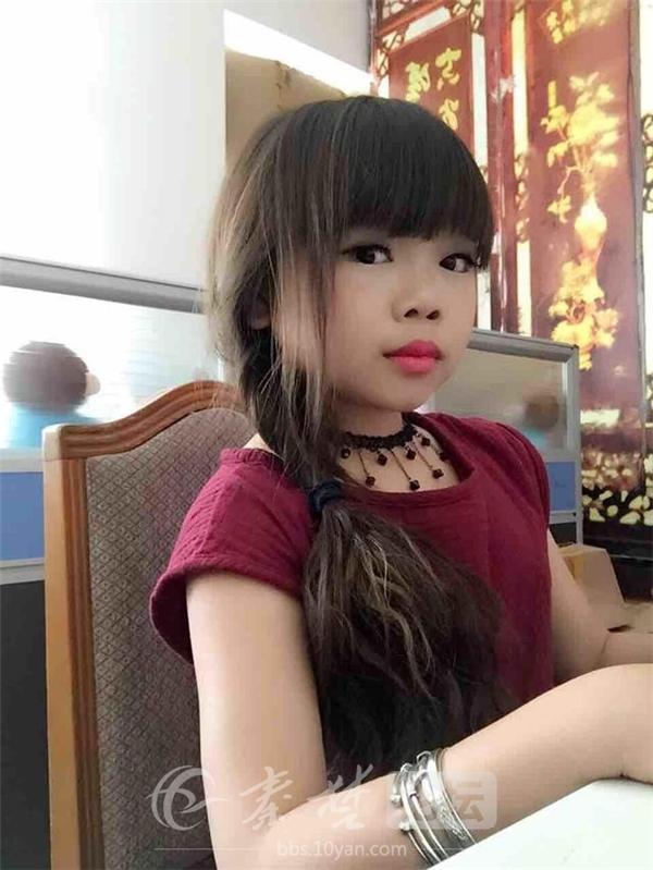 Mặc dù đã 28 tuổi nhưng Sa Sa vẫn trông như một bé gái tiểu học. (Ảnh: Internet)