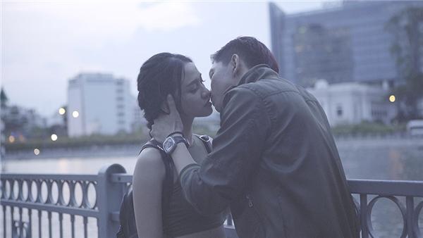 """Tim sẽ có màn """"khóa môi"""" Donna Nguyễn."""