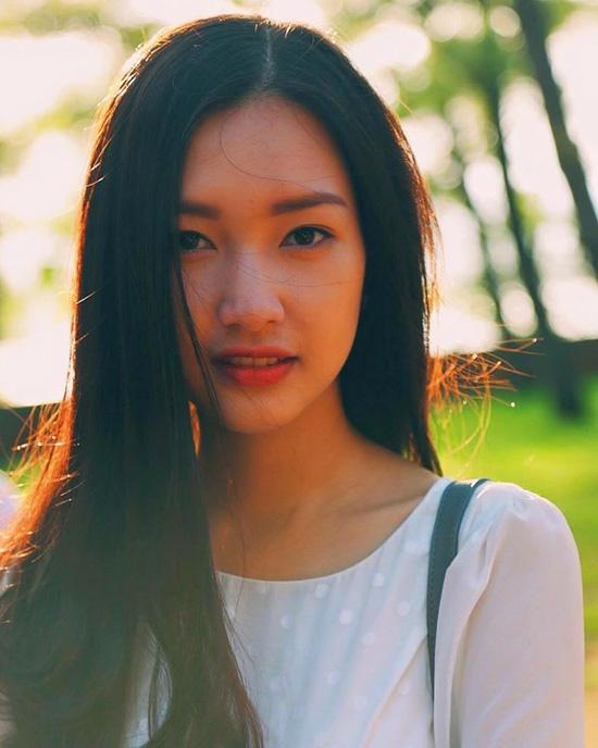 Cận cảnh mặt mộc đời thường của Hoa khôi Du lịch Huế 2016. Dù trang điểm hay không trang điểm, gương mặt của Ngọc Trân cũng thay đổi nhiều.
