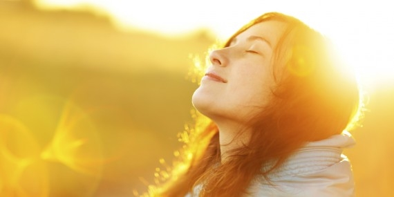 Hãy luôn tìm sự mãn nguyện và bình yên trong cuộc sống, và hãy để niềm vui thể hiện thường trực trên từng nụ cười và lời nói của bạn. (Ảnh: Internet)