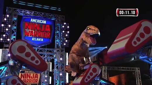 Khủng long T-Rex xuất hiện,