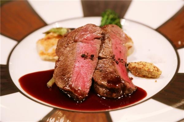 Và được chế biến thành những món ăn cực kì hấp dẫn như steak... (Ảnh: Internet)