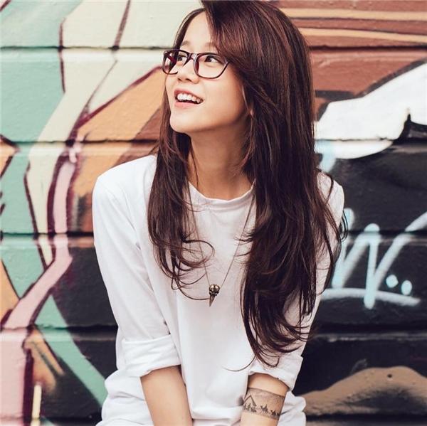 Trong dàn thí sinh năm nay, hot Vlogger An Nguy dường như được chú ý hơn cả bởi cô nàng được giới trẻ, công đồng mạng biết đến cách đây khá lâu. Dù không sở hữu chiều cao nổi bật nhưng gương mặt thanh tú, sắc sảo giúp An Nguy luôn có được những khung ảnh rạng rõ, thu hút. Đến với The Face Vietnam 2016, chắc chắn với lượng fan đông đảo sẽ giúp An Nguy thu hút truyền thông và có khả năng đi sâu.
