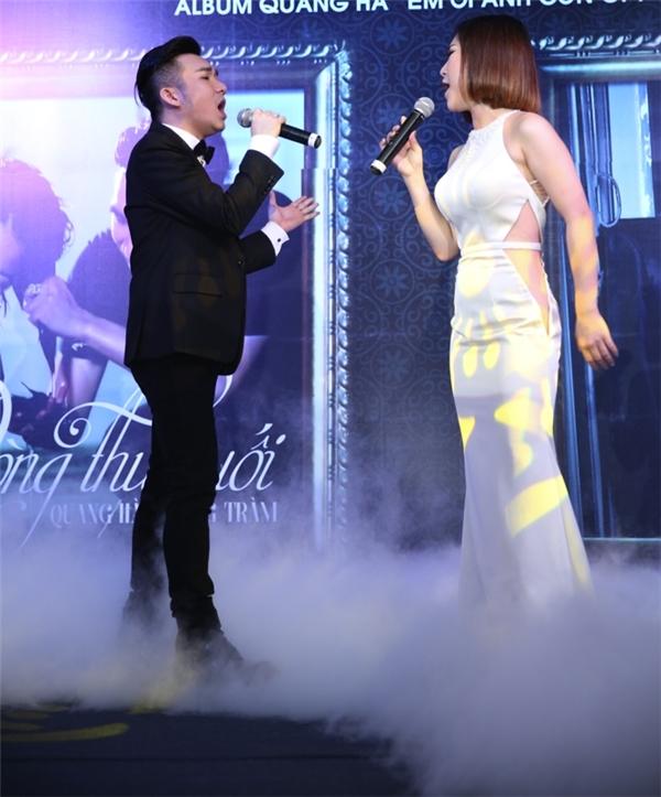 Cũng trong sự kiện, Quang Hà và Hương Tràm đã khiến dàn khách mời vô cùng phấn khích khi cùng thể hiện ca khúc Dòng thư cuối.