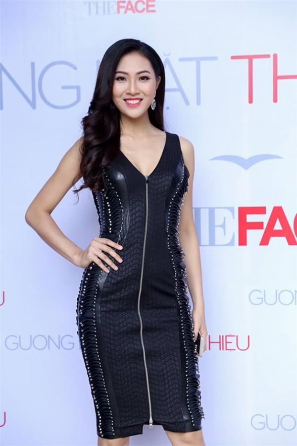 Hoa khôi Áo dài Việt Nam 2016 Trương Diệu Ngọc khoe số đo 3 vòng nóng bỏng trong thiết kế vừa cá tính nhưng lại vừa mềm mại, gợi cảm. Cô gái này chính thức trở thành đại diện của nhan sắc, tí tuệ và nhân cách của phụ nữ Việt Nam để đến với Hoa hậu Thế giới 2016.