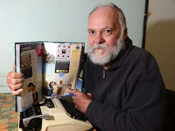 Đây là người đàn ông kiên nhẫn và có khả năng đếm siêu phàm. Cụ thể, ông Lee Stewart đã ngồi viết ra tất cả các số từ 1 đến 1 triệu trong vòng 16 năm 7 tháng bằng máy đánh chữ và 1000 băng mực cùng 19890 trang giấy. (Ảnh: Internet)
