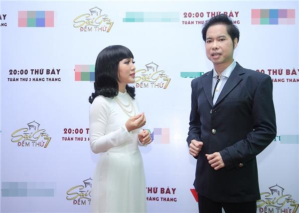 Lần đầu tiên song ca với một người vừa là đàn anh, vừa là thần tượng, ca sĩ Hà Vânkhông khỏi vui mừng.