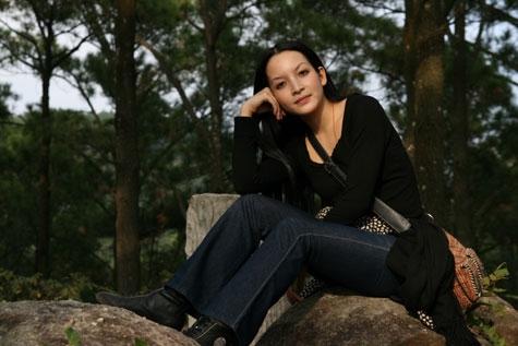 """Linh Nga từng được coi như """"ngọc nữ"""" của màn ảnh Việt những năm 90. Là một trong những nữ diễn viên xinh đẹp và sáng giá nhất của dòng phim thị trường lúc bấy giờ, Linh Nga gắn liền với cácbộ phim đình đám như Khoảng cách, Đốm lửa biên thùy, Đám cưới ở thiên đường…  - Tin sao Viet - Tin tuc sao Viet - Scandal sao Viet - Tin tuc cua Sao - Tin cua Sao"""