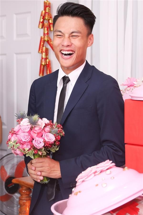 """Nụ cười """"tẹt ga"""" hiếm thấy của chàng tuyển thủ Việt Nam trong ngày hạnh phúc. - Tin sao Viet - Tin tuc sao Viet - Scandal sao Viet - Tin tuc cua Sao - Tin cua Sao"""