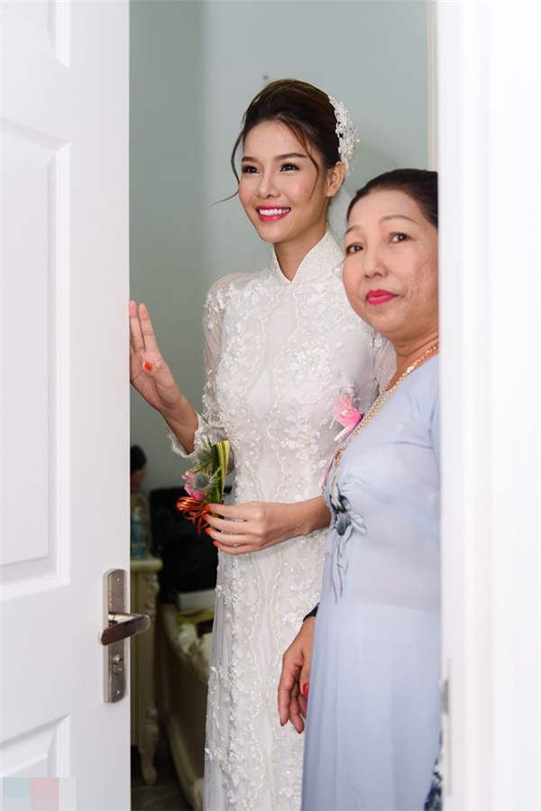 Kỳ Hân hạnh phúctrong vòng tay mẹ,ra mắt gia đình nhà trai. - Tin sao Viet - Tin tuc sao Viet - Scandal sao Viet - Tin tuc cua Sao - Tin cua Sao