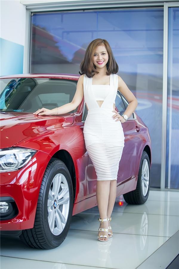 Dương Hoàng Yến là ca sĩ bước ra từ sân chơi Sao Mai Điểm Hẹn và The Voice, cô được yêu mến bởi giọng ca cao vút đầy nội lực.