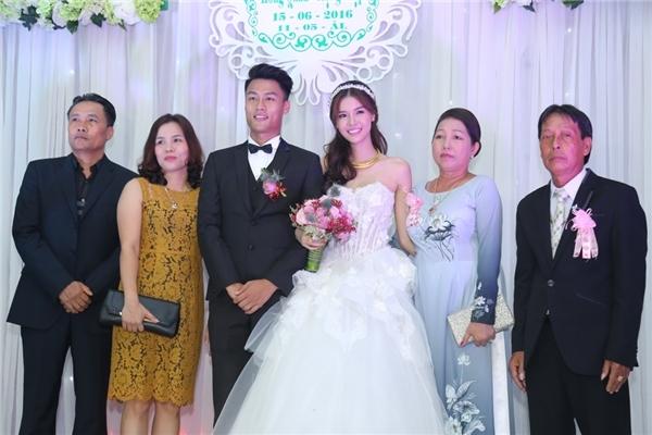 Theo phong tục cưới hỏi người Việt Nam, lễ hỏi cần sự có mặt đầy đủ của bố mẹ hai bên gia đình. - Tin sao Viet - Tin tuc sao Viet - Scandal sao Viet - Tin tuc cua Sao - Tin cua Sao