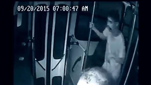 Anh chàng khuyết tật cứu mạng tài xế xe buýt gây chấn động
