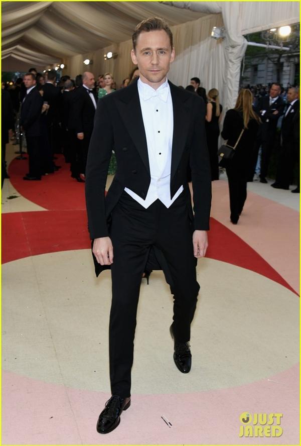 Tom Hiddleston tại thảm đỏ Met Gala 2016. (Ảnh: Internet)