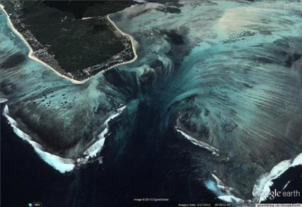 Ảo diệu chưa: giữa lòng đại dương xuất hiện một thác nước hùng vĩ?