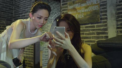 Tóc Tiên chia sẻ bí kíp để có bức ảnh selfie đẹp tự nhiên