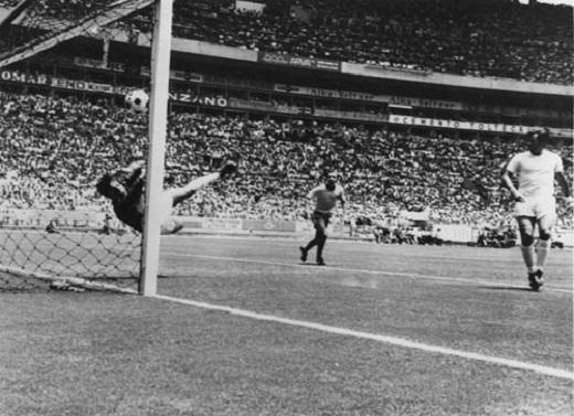Huyền thoại Gordon Banks từng lập kỉ lục giữ sạch lưới 442 phút ở World Cup 1966