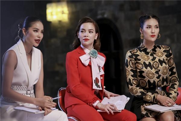 Bộ ba huấn luyện viên trong thử thách đầu tiên của các thí sinh tại The Face Vietnam 2016.