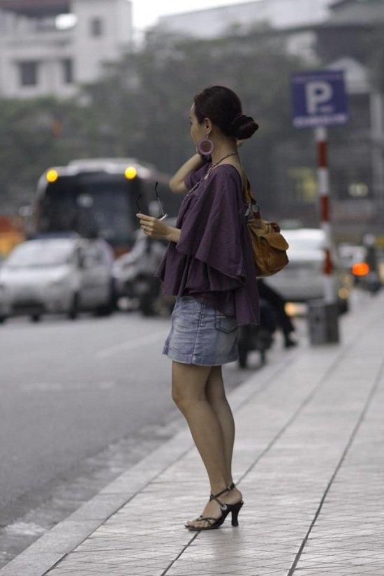 Chị Hoài Anh có phong cách thời trang trẻ trung.