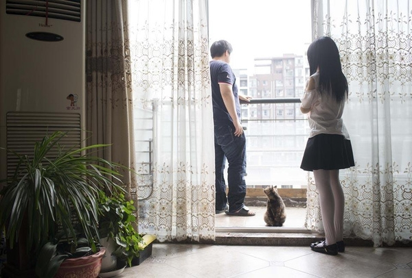 """Cuộc sống của anh luôn tràn ngập hạnh phúc nhờ có """"con gái"""" và chú mèo nhỏ bầu bạn."""