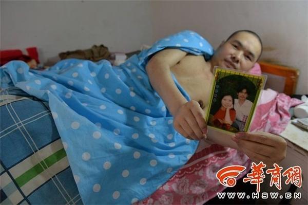Xie Xiping một lòng chăm sóc người chồng bại liệt kể từ khi anh bịtai nạn vào năm 2002.