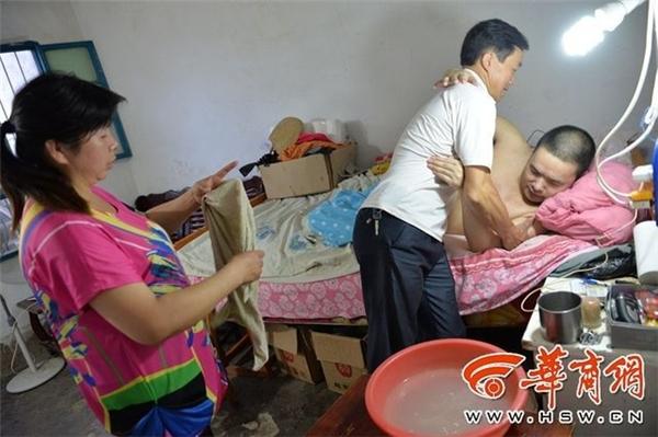 Sau khi kết hôn,cô và người chồng cùng nhauchăm sóc ông Xu.