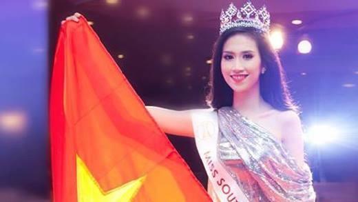 Muôn kiểu Hoa hậu Việt dùng ngoại ngữ: Người được khen, kẻ ê chề