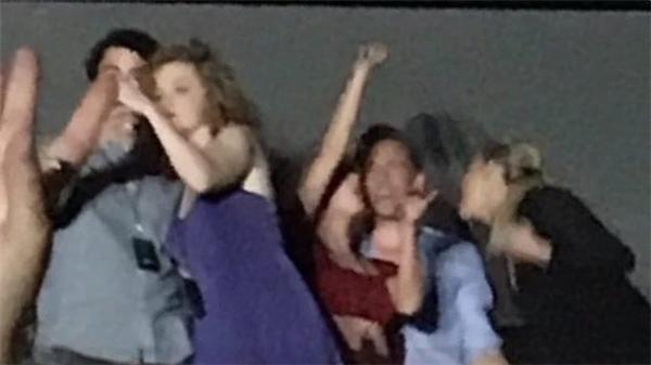 Taylor Swift và Tom Hiddleston nhảy múa vô tư sau khi công khai hẹn hò