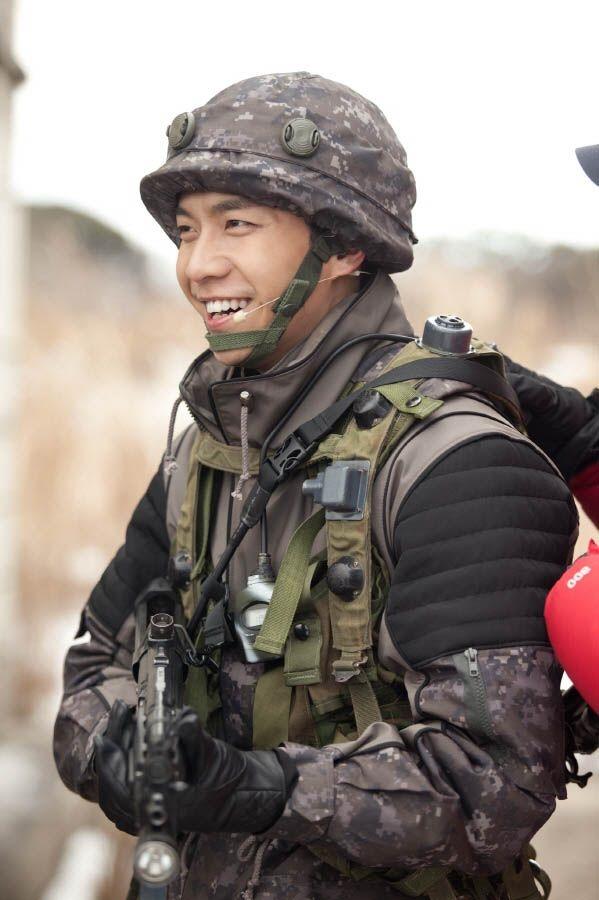Lee Seung Gi đãđăng ký và được chấp nhận chophục vụ tại SWC.(Ảnh: Internet)