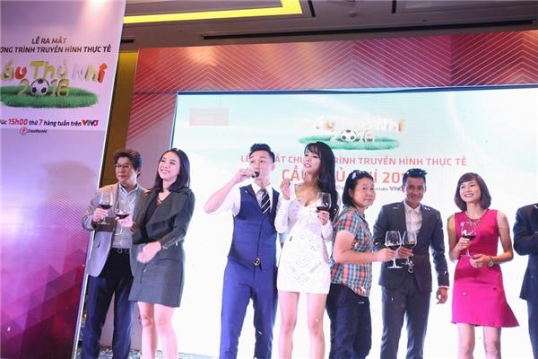 Chăm sóc các em, đồng hành trong mỗi buổi tập, kể cho mỗi bénghe những câu chuyện cũng như tiếp thêm niềm tin, năng lượng cho các giấc mơ sẽ tỏa sáng của nền thể thao Việt Nam đã khiến Diệp Lâm Anh tự hào rất nhiều với vai trò tuyệt vời này.