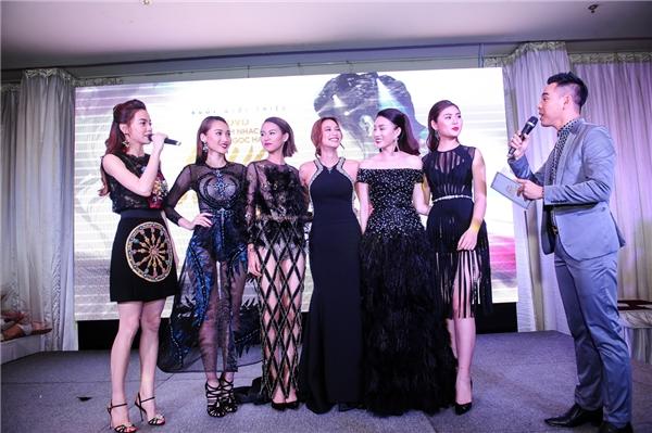 Hồ Ngọc Hàcũnggiới thiệu 5 thí sinh The Face với báo chí vàbật mí về kế hoạch thực hiện music video cùng các học trònhư một món quà kỉ niệm ý nghĩa.