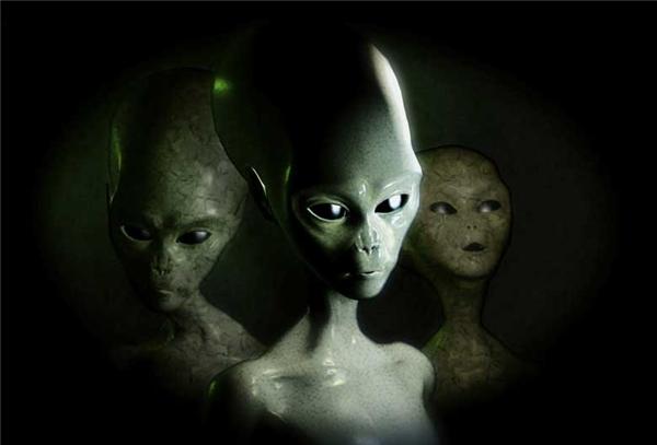 Người ngoài hành tinh cao 0,9m, tai nhọn, móng dài, chân và tay mỏng. (Ảnh minh họa)