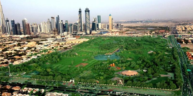 Mặc dù nổi tiếng với sa mạc và cát bao quanh nhưng Dubai vẫn nổi tiếng thế giới với những công viên xanh đẹp tuyệt mĩ. Đến với những công viên, đặc biệt là công viên Safa, vào bất cứ thời điểm nào trong ngày với gia đình hoặc bạn bè sẽ mang lại cho bạn cảm giác thư thái tuyệt vời.(Ảnh: Internet)
